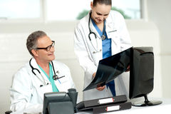 Team of two doctors reviewing x-ray report Royalty Free Stock Photos