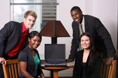 Team um das Computerschauen Stockbilder