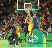 Team United States in actie tijdens de gelijke van het groepsa basketbal tussen Team de V.S. en Australië van Rio 2016 Olympische Stock Fotografie