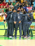 Team United States celebra la vittoria dopo la partita di pallacanestro del gruppo A fra il gruppo U.S.A. ed Australia di Rio 201 immagine stock