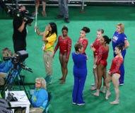 Team United States durante una sesión de formación artística de la gimnasia para Río 2016 Olimpiadas en Rio Olympic Arena Foto de archivo
