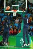 Team United States warmt voor de gelijke van het groepsa basketbal tussen Team de V.S. en Australië van Rio 2016 Olympische Spele Royalty-vrije Stock Afbeeldingen