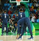 Team United States warmt voor de gelijke van het groepsa basketbal tussen Team de V.S. en Australië van Rio 2016 Olympische Spele Stock Afbeeldingen