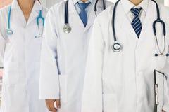 Team van artsen en verpleegsters Stock Afbeeldingen