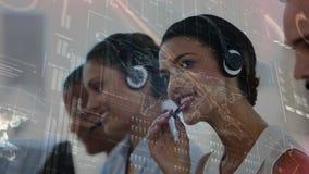 Team van call centreagenten stock videobeelden