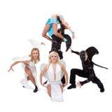 Team van de dans kleedde zich als engelen en demonnen het dansen Stock Foto