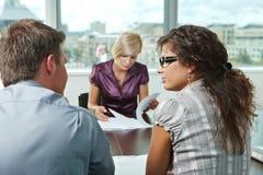 Bedrijfs mensen op vergadering Stock Foto