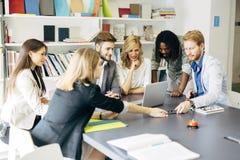 Team von erfahrenen Designern und von Geschäftsleuten Stockfotos