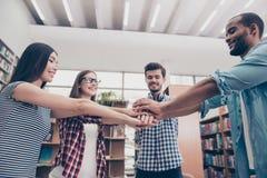 Teamarbeit ist ein Erfolg! Konzeption des erfolgreichen Teambuildings f stockbild