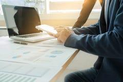 Teamarbeitsprozess Geschäftsführermannschaft, die mit neuem Stern arbeitet Lizenzfreies Stockfoto