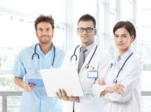 Teamfoto junger Doktoren lizenzfreies stockbild