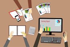 TeamGeschäftsmann ` s Job Arbeiten mit Laptop im Büro des offenen Raumes Lizenzfreies Stockbild