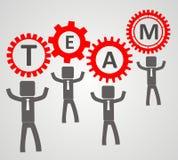 Teamkonzept - Leute heben Gang auf Stockfoto