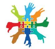 Teamspel met kleurrijke raadselstukken Stock Afbeeldingen