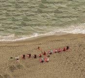 Teamtraining auf dem Strand Lizenzfreies Stockbild