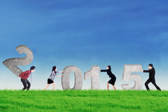 Teamwork arbeiten zusammen, um Nr. 2015 zu verfassen Stockbilder