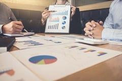 Teamwork av den nya affärskollegor, konsultation och konferensen arkivbilder