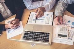 Teamwork av den nya affärskollegor, konsultation och konferensen Arkivbild