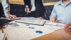 Teamwork av den nya affärskollegor, konsultation och konferensen Royaltyfri Fotografi