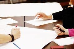 Teamwork-Brainstorming bei der Sitzung Stockbilder