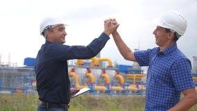 teamwork concetto della stazione di produzione del gas di industria Strategia di successo di affari di vittoria del video di movi stock footage