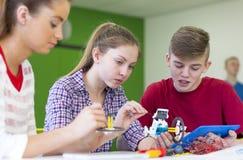 Teamwork in den Lektionen stockfotos