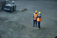 Teamwork an der Produktions-Abteilung der Anlage Lizenzfreie Stockbilder