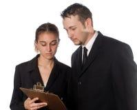 Teamwork, die durch einen Verlust oder ein Absacken zusammenarbeitet Lizenzfreies Stockbild