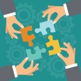 teamwork Die goldene Taste oder Erreichen für den Himmel zum Eigenheimbesitze Lizenzfreies Stockfoto