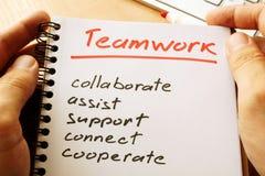 Teamwork eigenhändig geschrieben Stockfotos