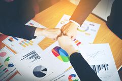 Teamwork-Einheit in Organisation Geschäftserfolg stockfotos
