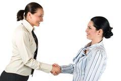 Teamwork för handskakningaffärskvinna royaltyfria foton