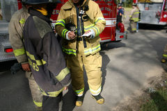 Teamwork (firefighters) Royalty Free Stock Photos