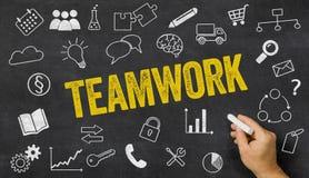Teamwork geschrieben auf eine Tafel Stockbilder