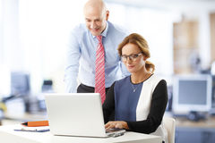 Teamwork im Büro Stockfoto