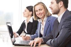 Teamwork im Büro Lizenzfreie Stockfotografie