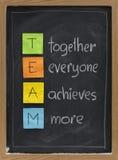 Teamwork-Konzept auf Tafel Stockbilder