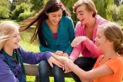 Teamwork mit den Mädchen Lizenzfreies Stockfoto