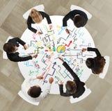 Teamwork mit neuem Projekt lizenzfreie stockfotos