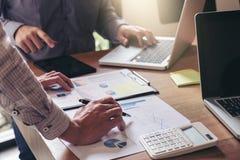 Teamwork-Prozess, Manager-Kollegen discussi des Geschäftsteams zwei Stockfoto