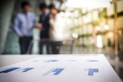 Teamwork-Prozess, unscharfer abstrakter Hintergrund von Geschäftsleuten Lizenzfreies Stockbild