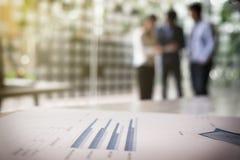 Teamwork-Prozess, unscharfer abstrakter Hintergrund von Geschäftsleuten Stockfotografie