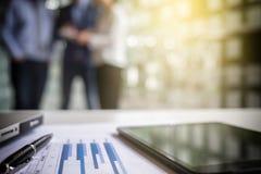 Teamwork-Prozess, unscharfer abstrakter Hintergrund von Geschäftsleuten Stockfotos