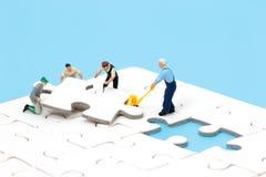 Teamwork-Puzzlespielkonzept Lizenzfreie Stockbilder