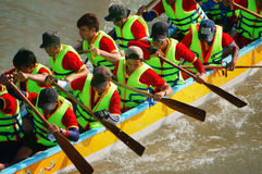 Teamwork spirit in boat race Royalty Free Stock Photo