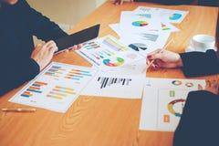 Teamwork-Team Doing Business als Team Corporate-Sitzungen Einheit lizenzfreie stockfotografie