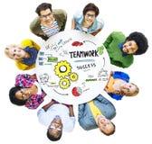 Teamwork Team Together Collaboration Meeting Looking herauf Konzept lizenzfreies stockfoto