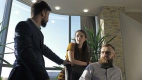 teamwork Tre giovani architetti che lavorano ad un progetto stock footage