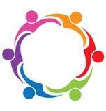 Teamwork-Umarmungsfreundschafts-Leutelogo Lizenzfreies Stockfoto