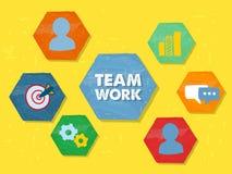 Teamwork und Symbole in den flachen Designhexagonen des Schmutzes Lizenzfreies Stockfoto